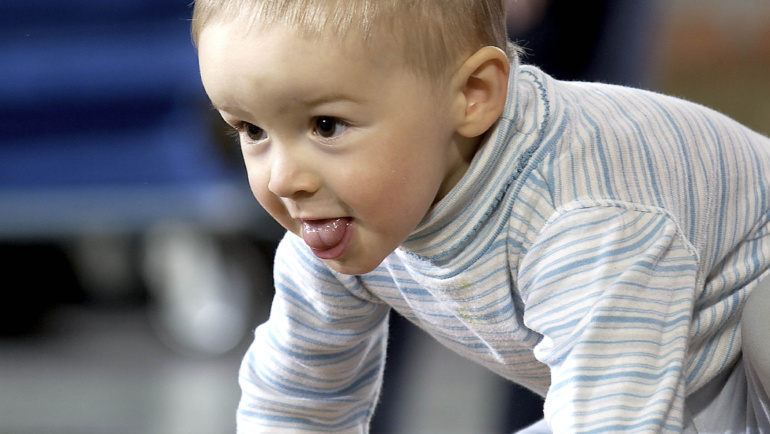Bewegungsangebot für Kinder ab dem Krabbelalter (ca. 9 Monate)